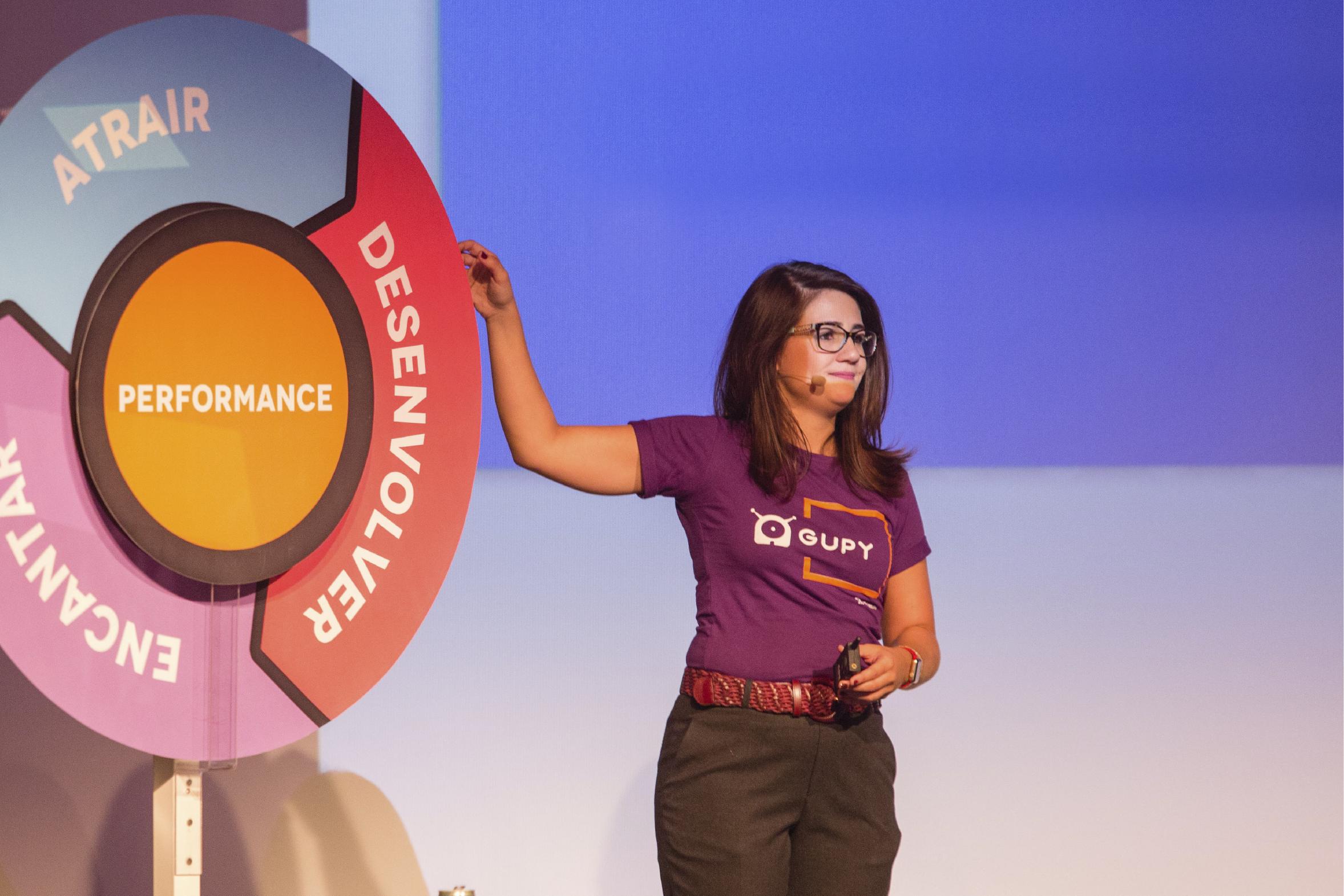 Mariana Dias mostra modelo da roda HR4results