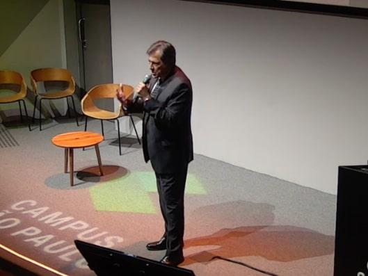 Imagem do palestrante Joel Dutra, sobre uma das 5 melhores palestras do HR4results