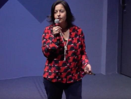 Imagem da palestrante Sandra Gioffi, sobre uma das 5 melhores palestras do HR4results