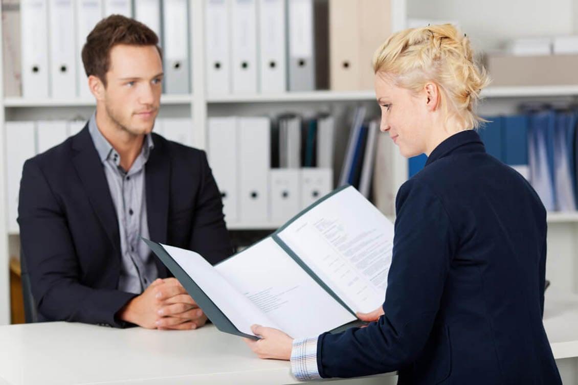 Como encontrar candidatos qualificados para o cargo?