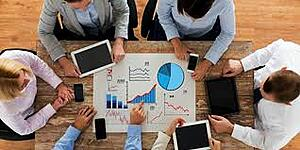 Imagem de pessoas fazendo a análise com o conceito de people analytics na gestão do RH