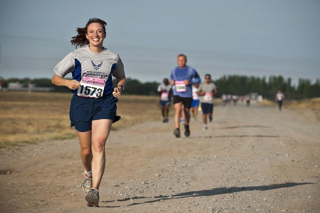 imagem de pessoas correndo representando a avaliação de desempenho