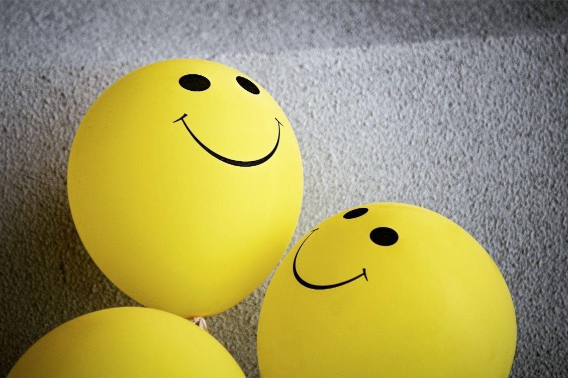 Balões de felicidade demonstrando um bom NPS
