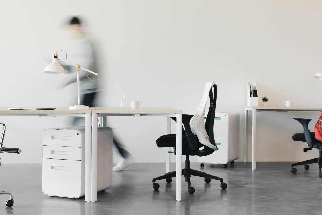 Absenteísmo: cadeira vazia em um escritório